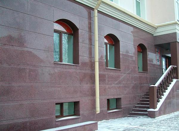 Suni taştan yapılmış pencere kenarı. Yapay taşın avantajları 81