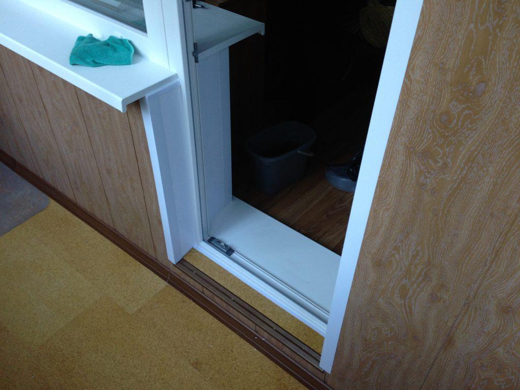 Metal plastik pencere montajının son aşaması - eğimlerin montajı