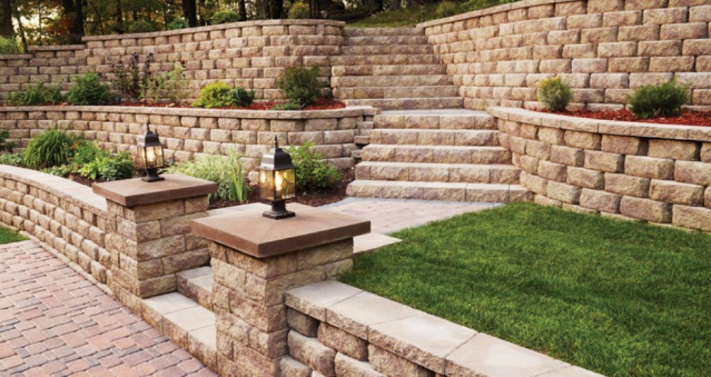 retsining wall Build a long-lasting retaining wall anyone with a strong back can stack up a bunch of blocks and build a pretty retaining wall but it takes skill and planning to construct an attractive wall that can also handle immense pressure, shrug off the forces of gravity, stand for decades and laugh in the face of mother nature.